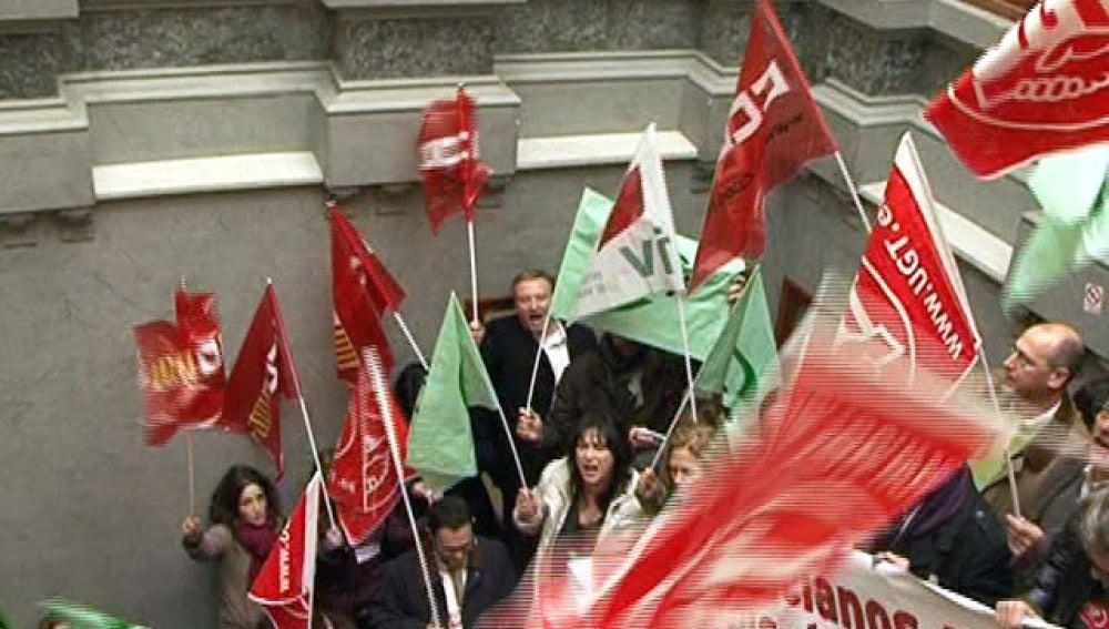 Delegados sindicales asaltan la Generalitat Valenciana