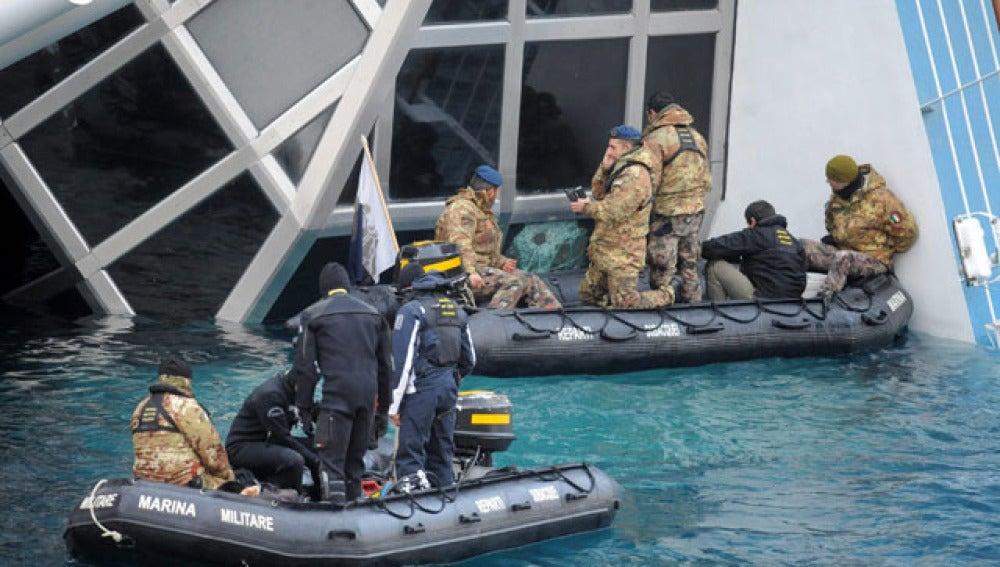 Labores de búsqueda en el crucero Costa Concordia