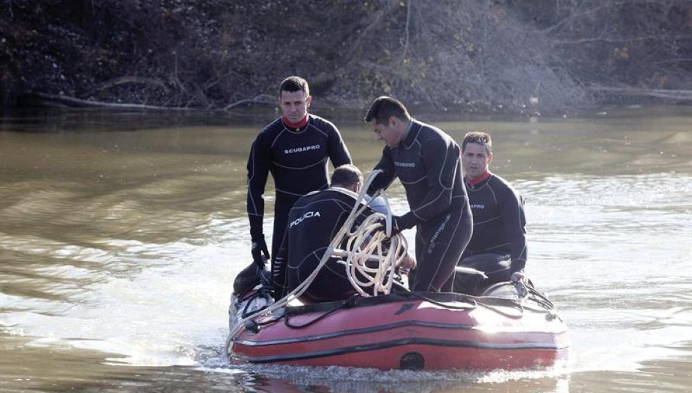 Agentes de la Policía Nacional durante la reanudación de la búsqueda de los dos menores