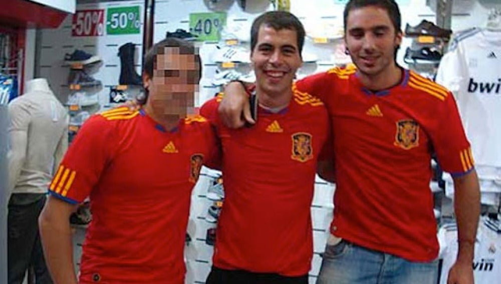 El presunto etarra, fotografiado con la camiseta de la selección española