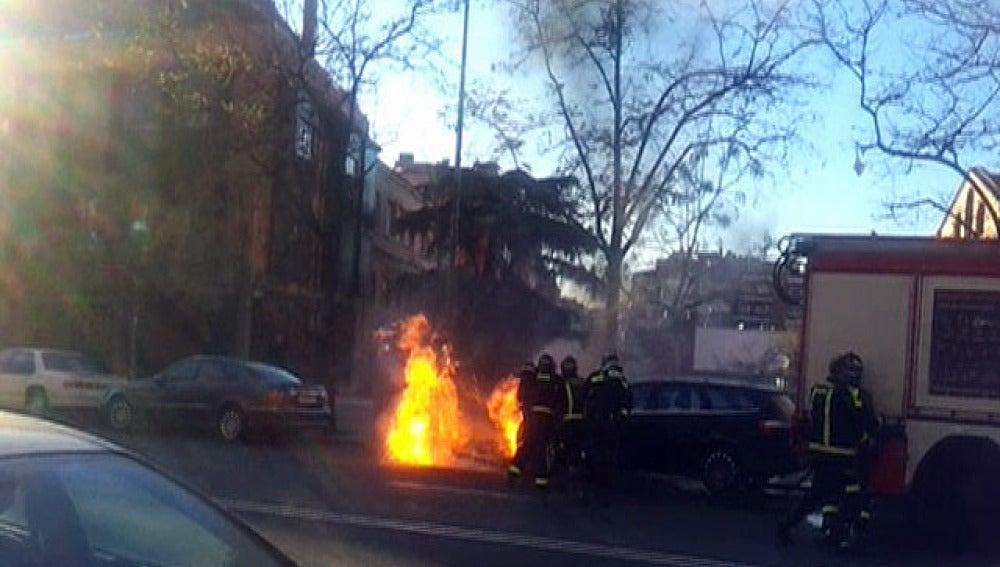Un contenedor en llamas en Arganzuela