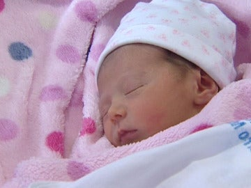 Una niña recién nacida