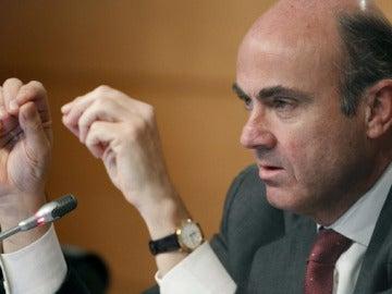 Luis de Guindos, en rueda de prensa