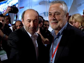 Alfredo Pérez Rubalcaba saluda al presidente de la Junta de Andalucía, Jose Antonio Griñán