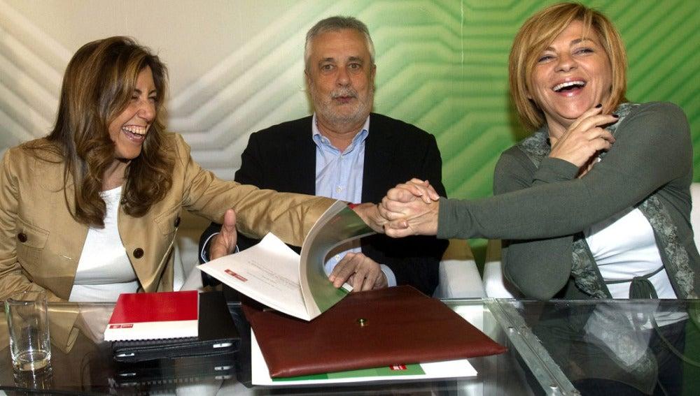 El secretario general PSOE-A, José Antonio Griñán, acompañado de Elena Valenciano y Susana Diaz