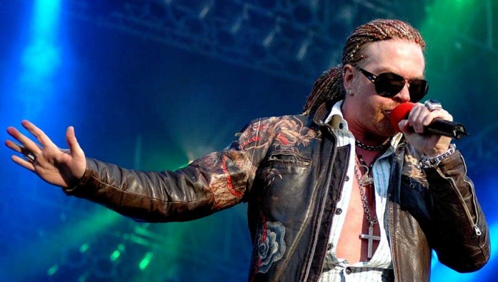 Axl Rose en concierto con Guns n' Roses