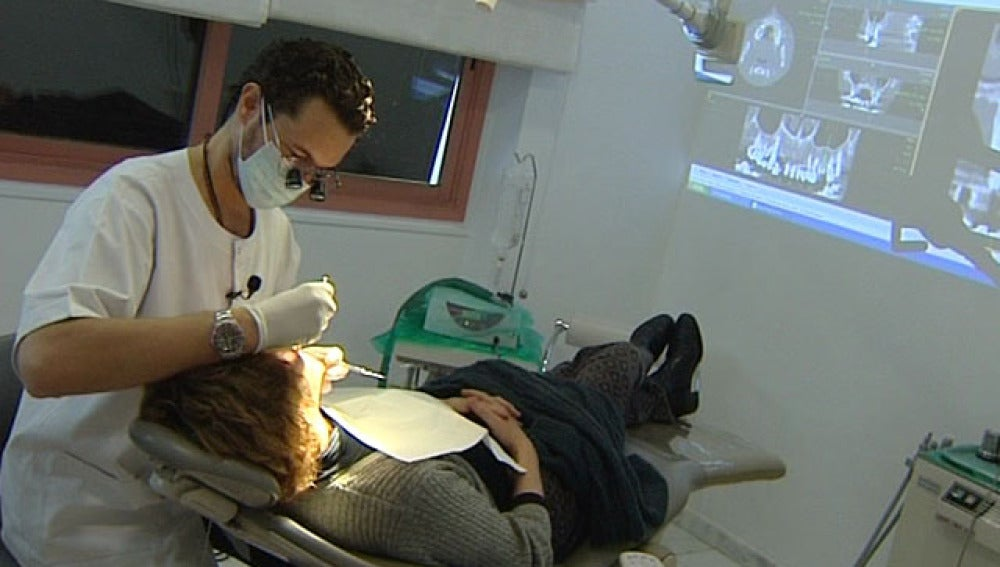 España, pionera en implantes de odontología