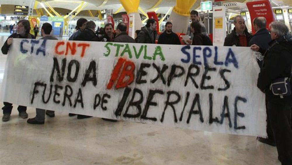 Huelga de trabajadores de Iberia en Barajas