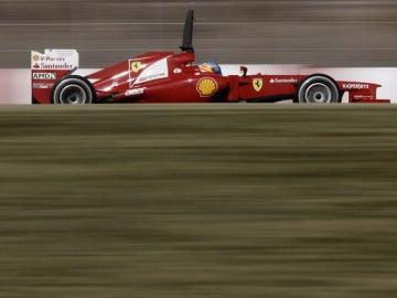 Alonso rueda sobre el circuito de Montmeló