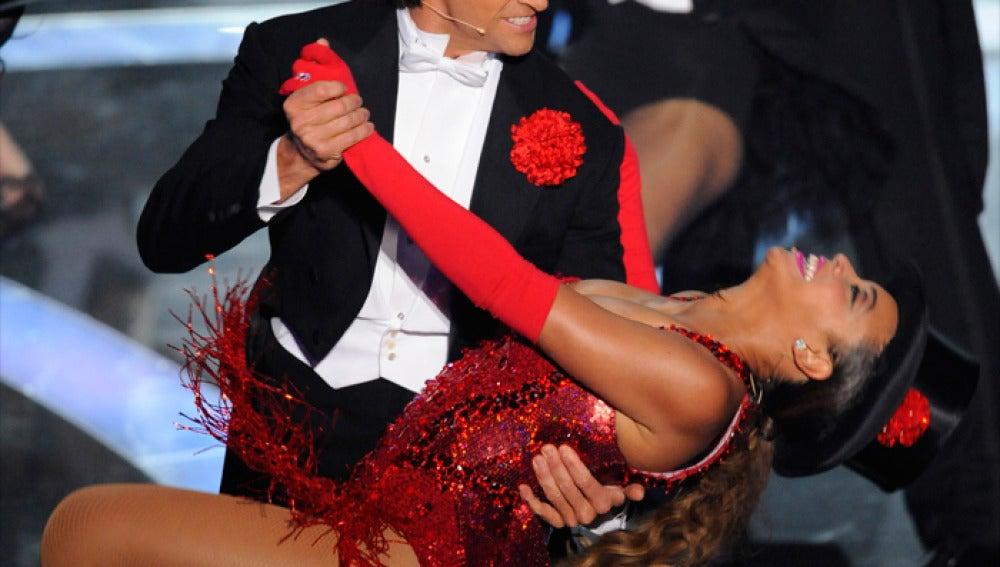 Beyonce enseñó un pezón en su actuación con Hugh Jackman