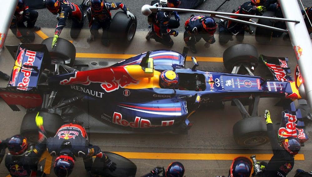 Webber durante una parada en boxes