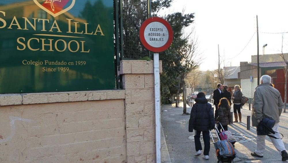 Alumnos llegando al colegio Santa Illa