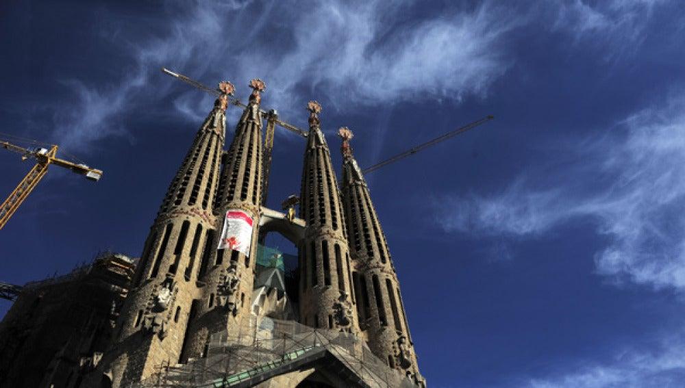 Imagen de las grúas de la Sagrada Familia de Barcelona.