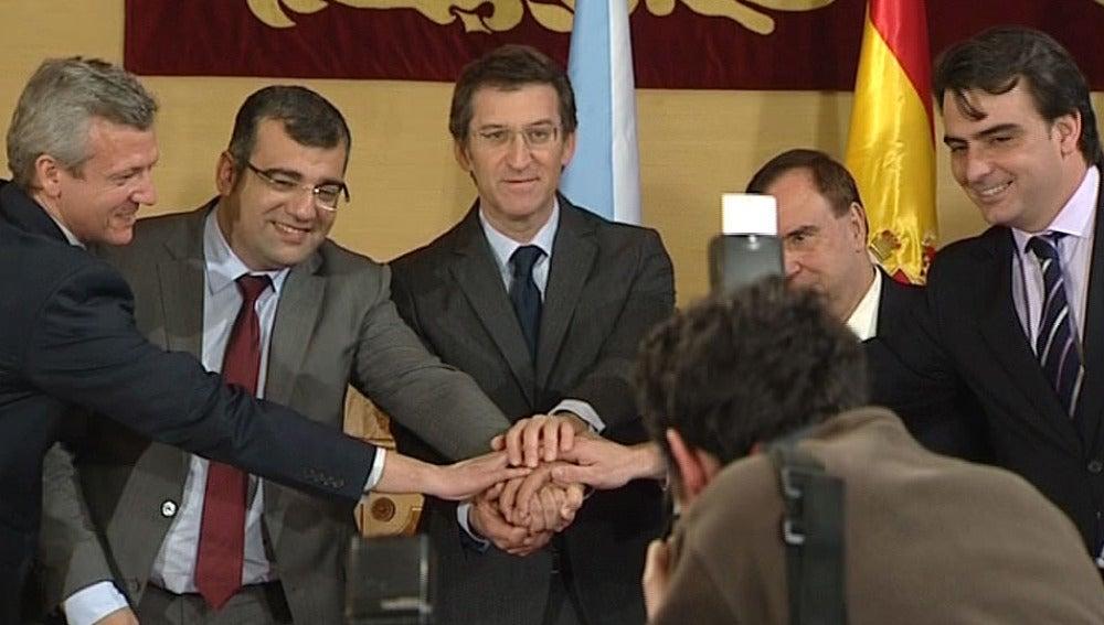 Los alcaldes de Oza dos Ríos y Cesuras junto a Núñez Feijóo