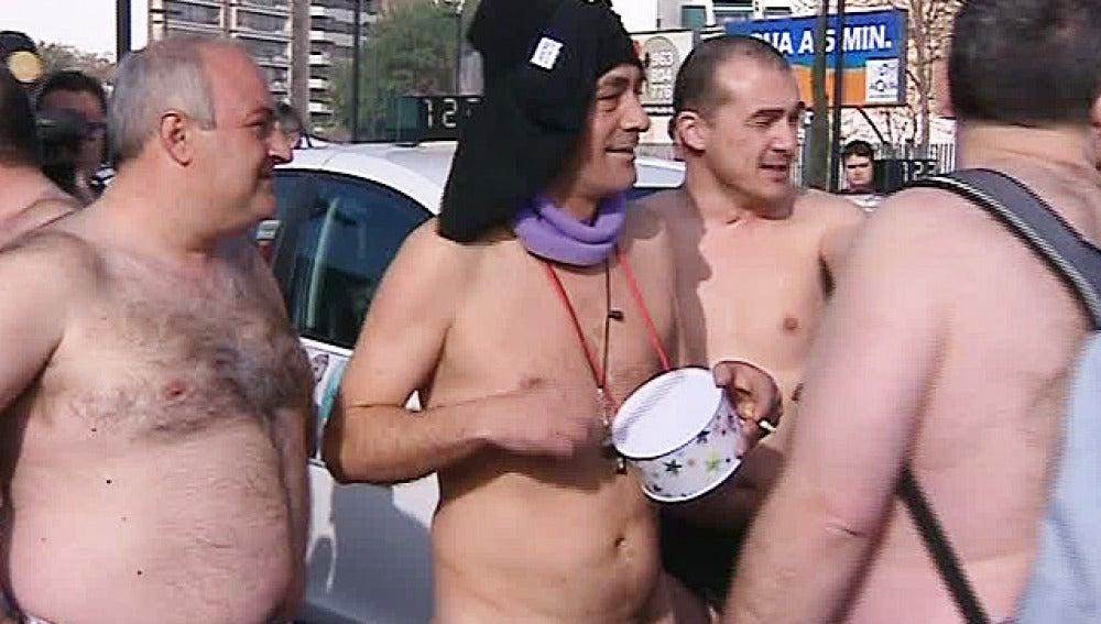 Taxistas valencianos protestan desnudos