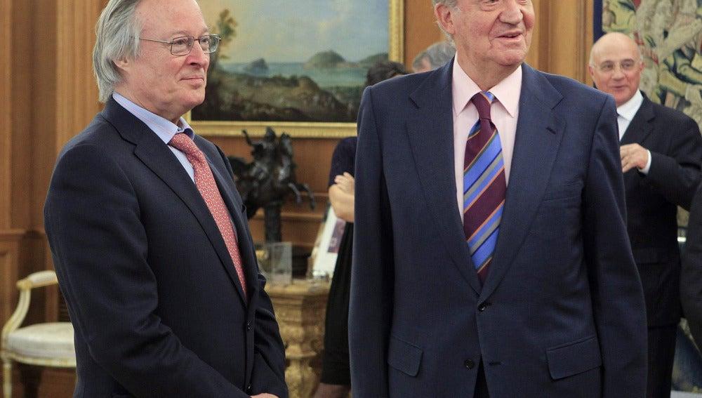 El rey junto a Josep Piqué