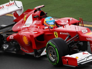 Fernando Alonso conduce el F2012 en Albert Park
