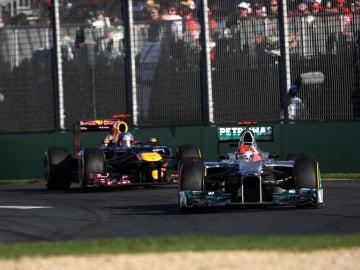 Schumacher por delante de Vettel