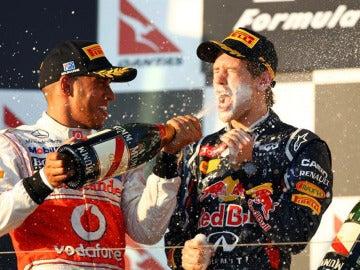 Hamilton celebra con Vettel la victoria