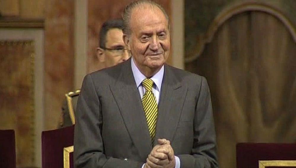 El rey, ovacionado en el bicentenario de 'La Pepa'
