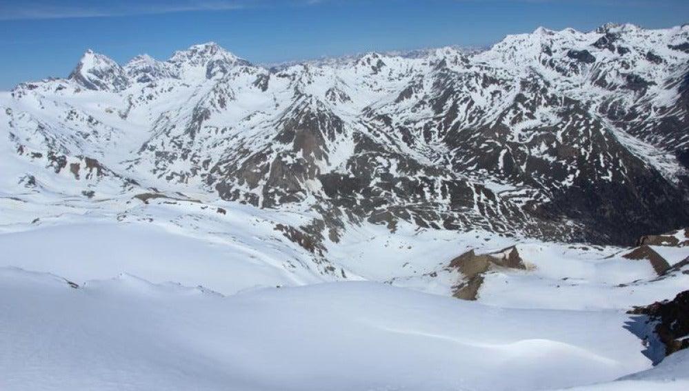 Región septentrional italiana de Trentino Alto-Adigen en los Alpes italianos