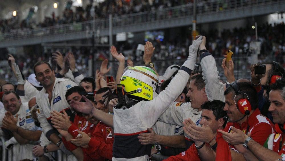 Sergio Pérez, muy contento con su podio en Malasia