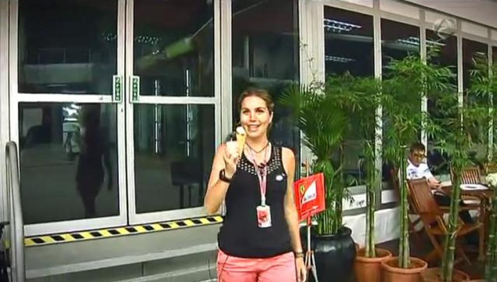 Nira Juanco con un helado de Kimi