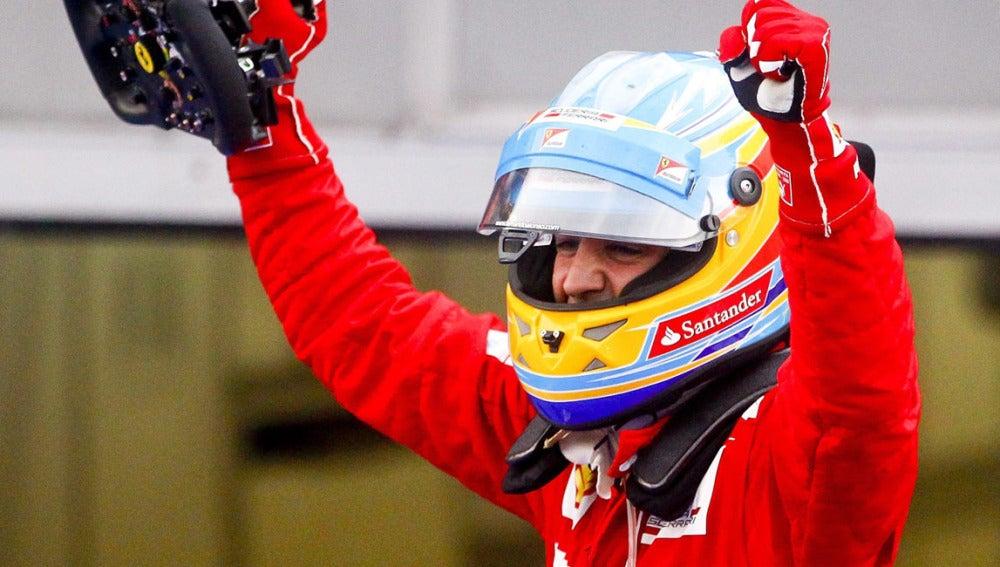 Alonso celebra la victoria