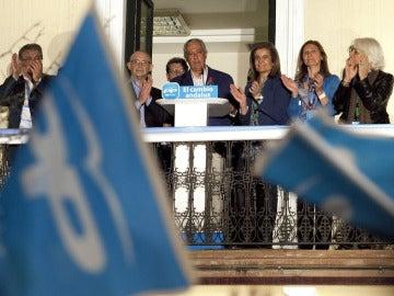 Javier Arenas saluda a los simpatizantes