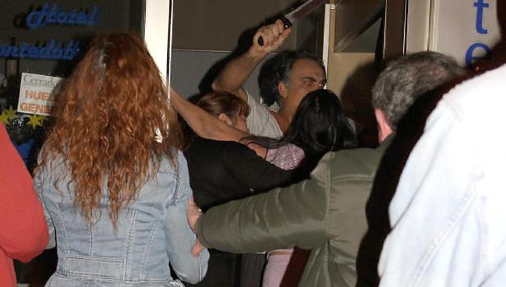 Detienen a un hostelero que agredió con un cuchillo a una integrante de un piquete
