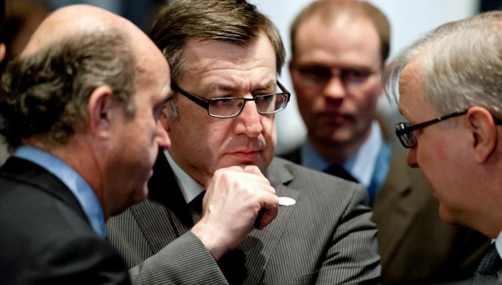 El ministro belga de Finanzas, Steven Vanackere junto a Luis de Guindos