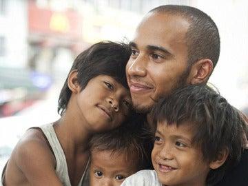 Hamilton, con Reynold y sus hermanos