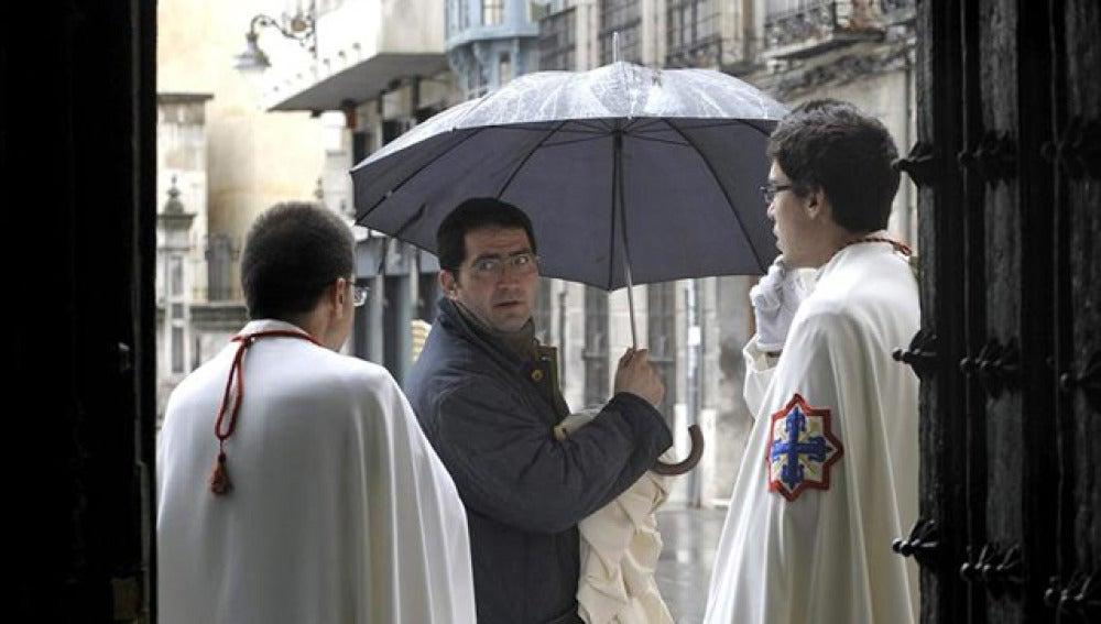 La lluvia se suma a la nieve en Semana Santa