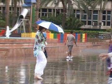 El mal tiempo despide a los turistas en Canarias