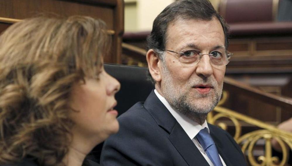 El presidente del Gobierno, Mariano Rajoy, y la vicepresidenta, Soraya Sáenz de Santamaría