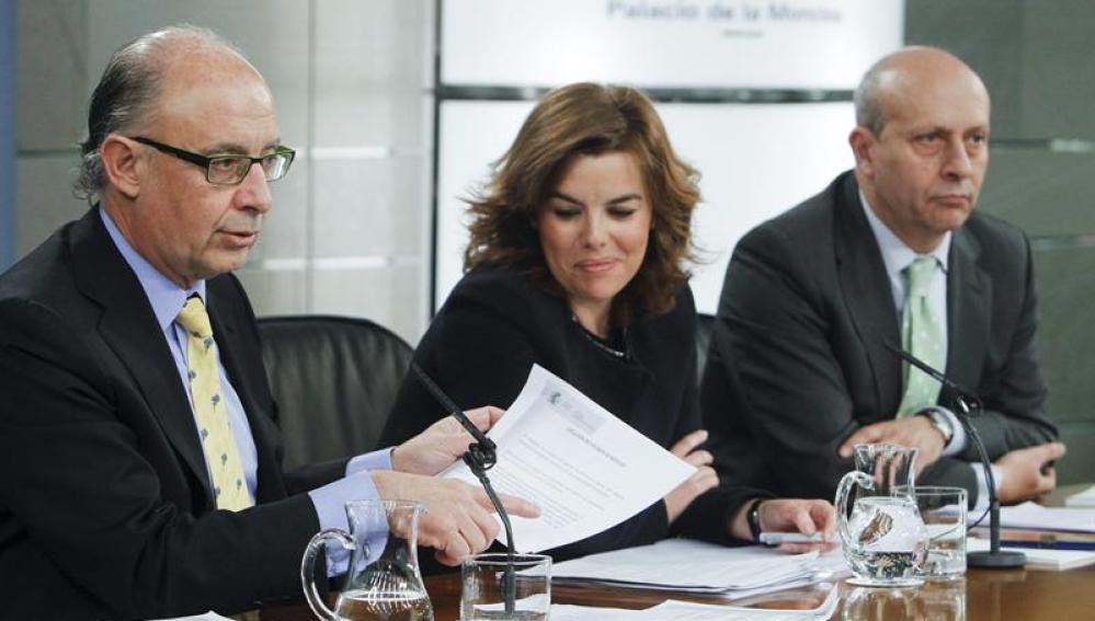 Cristobal Montoro tras el Consejo de Ministros