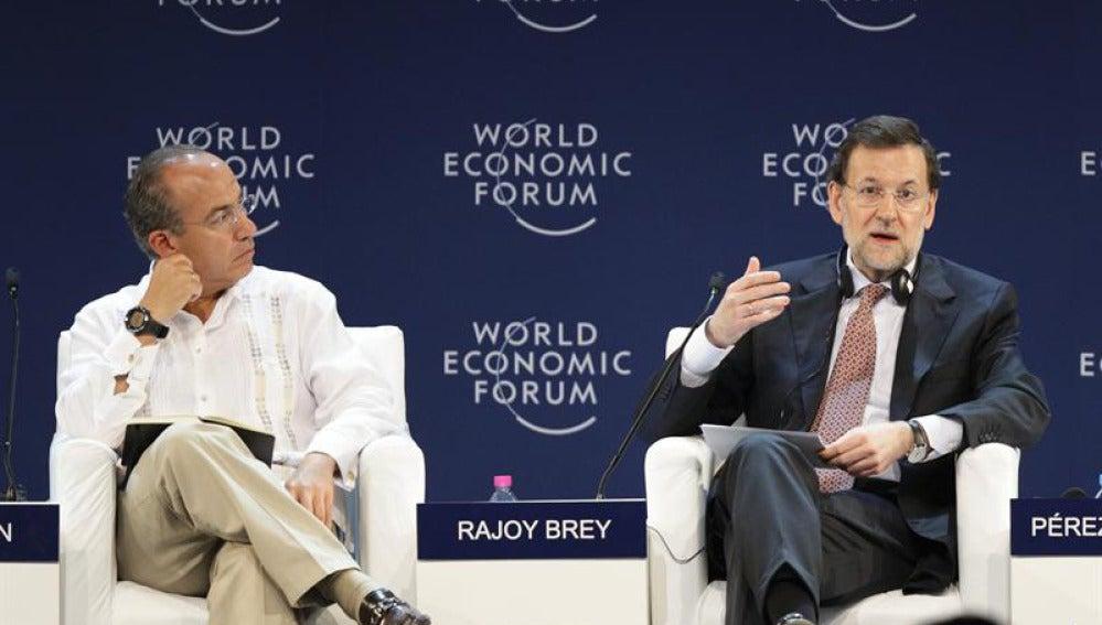 Rajoy se explica junto a Felipe Calderón en México