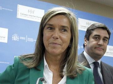 La ministra de Sanidad, Ana Mato, durante una rueda de prensa