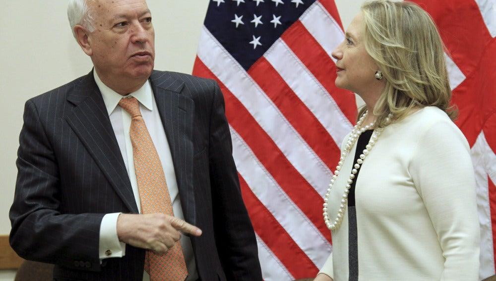 Margallo junto a Hillary Clinton, en Bruselas