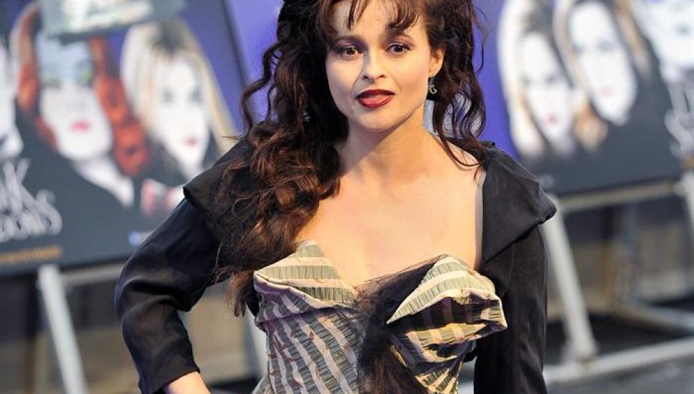 Helena Bonham Carter, la mujer de Burton, participa en la película
