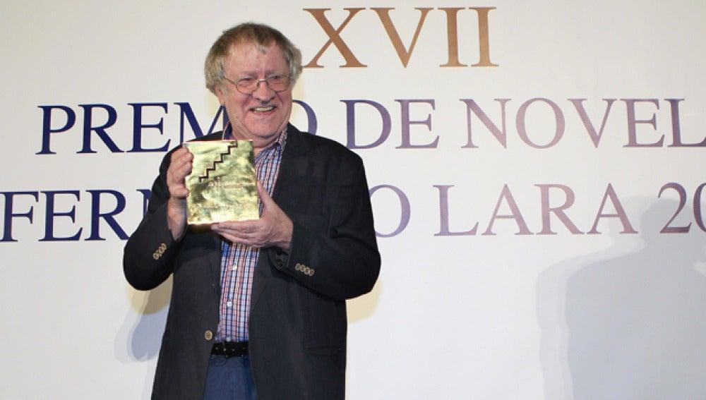 Ian Gibson, ganador de la pasada edición del Premio de Novela Fernando Lara