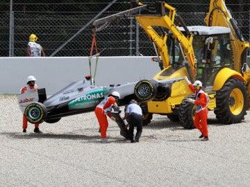 Retira el coche de Schumacher tras el incidente