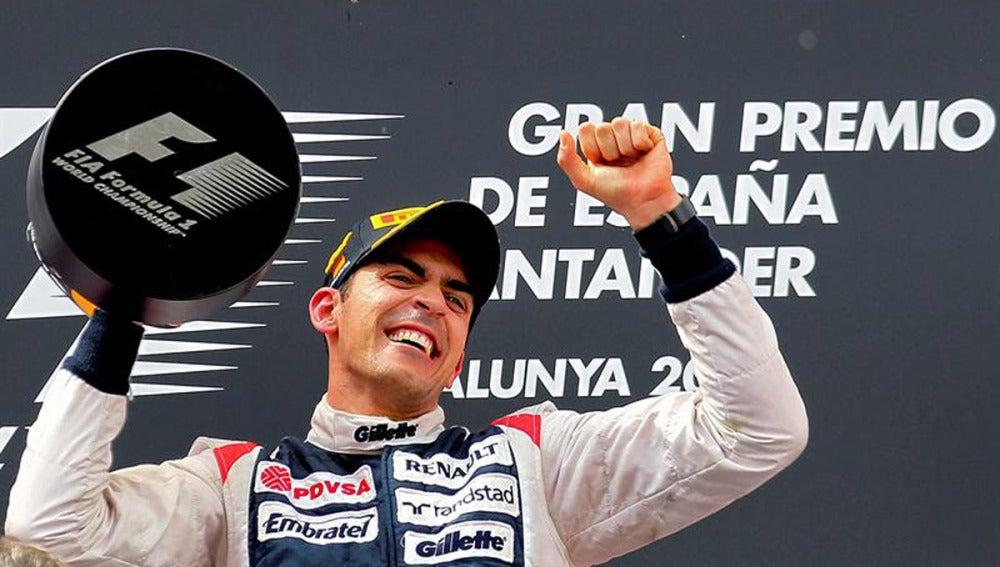 Pastor Maldonado celebra la victoria en el podio