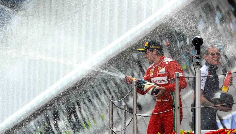 Alonso celebra el segundo puesto