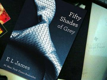 Portada de 'Fifty shades of Grey'