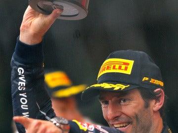 Webber con el trofeo de campeón