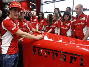 Fernando Alonso y Marc Gené, en la apertura de una tienda de Ferrari en Serrano
