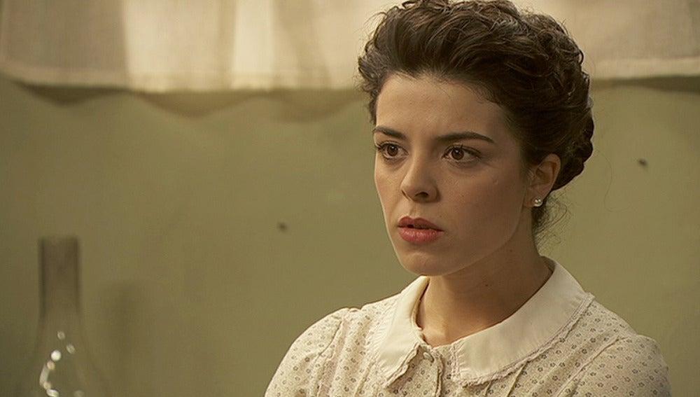 Pepa le pide a Gregoria que ayude a Emilia y a su hijo