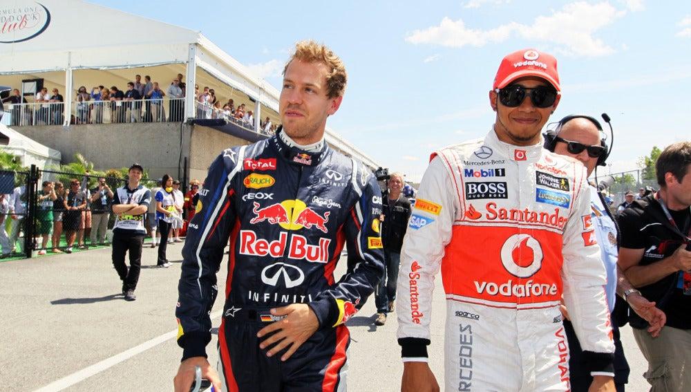 Vettel y Hamilton andan por el paddock