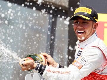 Lewis Hamilton en el podio